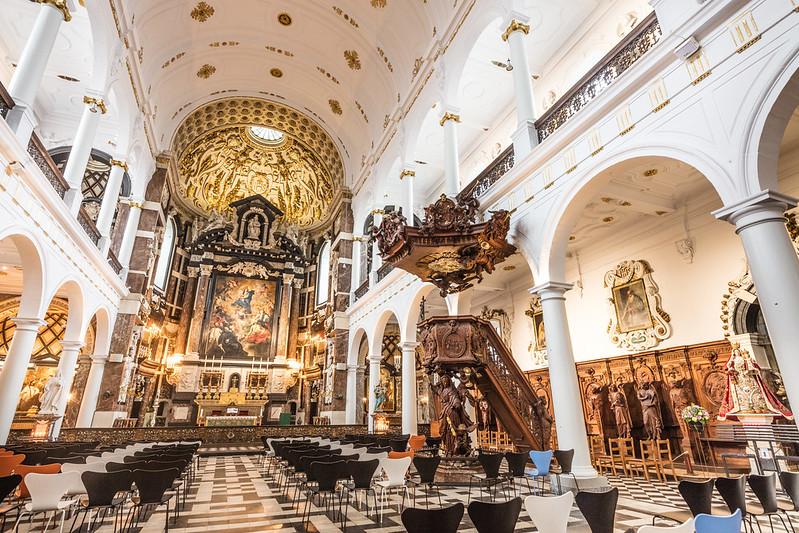 Iglesia de San Carlos Borromeo, Amberes - El altar mayor.