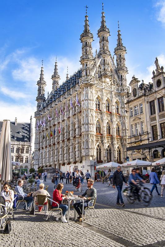 El Ayuntamiento de Lovaina de ¿Qué ver y hacer en Lovaina en un día?-estilo gótico. Excursión a Lovaina desde Bruselas.