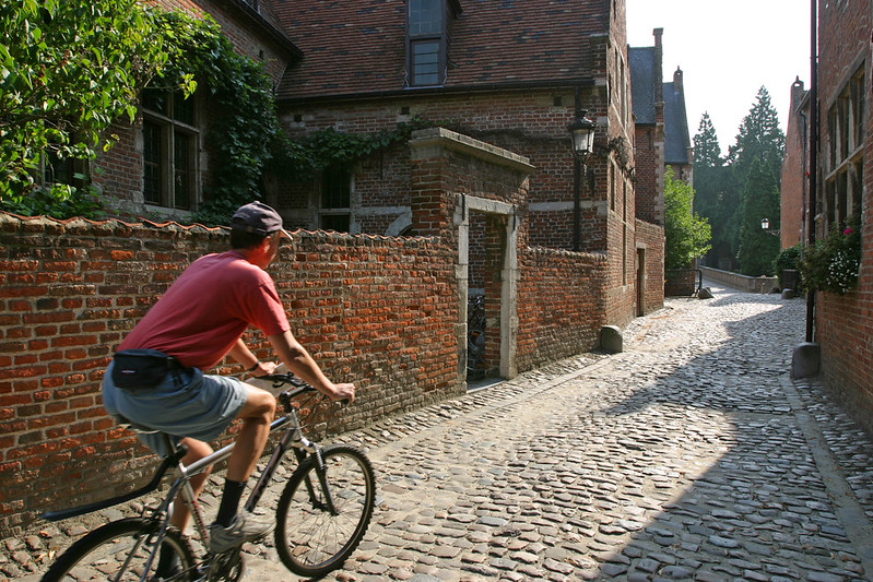 Paseo en bicicleta por el El antiguo ¿Qué ver y hacer en Lovaina en un día?-Beaterio, Lovaina Bélgica.