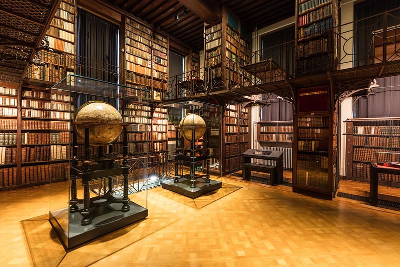 ¿Que ver y hacer en Amberes en  día?-  Biblioteca de Hendrik Conscience - Amberes.