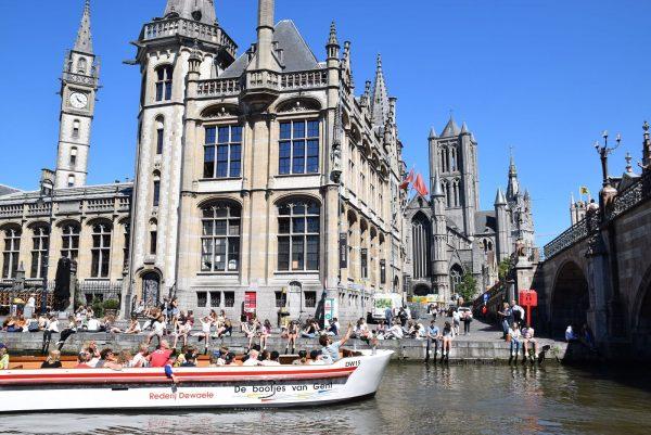Paseo en barco por los canales de Gante.