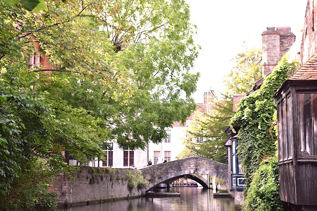 Fotografías de los barcos en Brujas vista de los puentes- Brujas paseo en barco por sus canales.