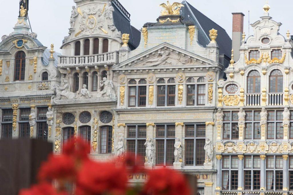 Impresionante vista de las casas de la Grand-Place de Bruselas.