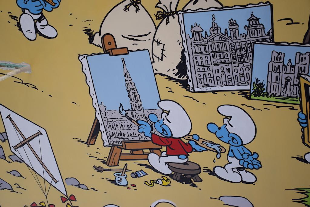 "El mural de los Pitufos (Les Schtroumpfs) ""Un símbolo nacional""."