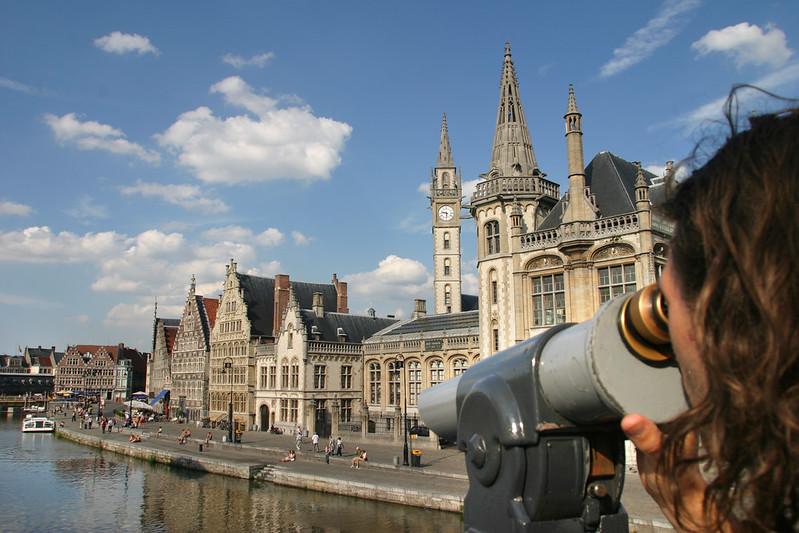 El muelle de las hierbas y del grano, antiguo puerto de la ciudad y uno de los más bellos lugares de Gante.