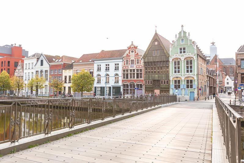 La calle Haverwerf, Malinas Bélgica (Casa de los diablillos).