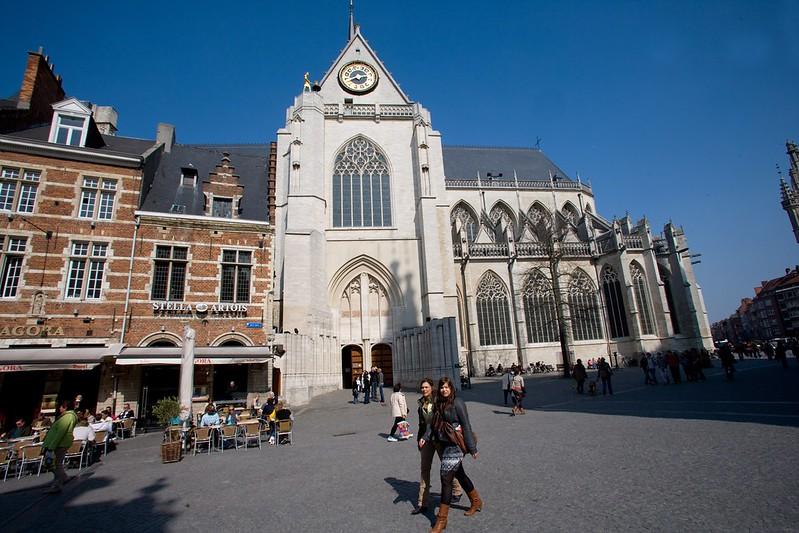 ¿Qué ver y hacer en Lovaina en un día?-La iglesia de San Pedro (Sint-Pieterskerk), Lovaina Bélgica. Excursión a Lovaina desde Bruselas.