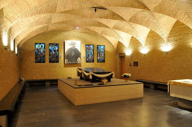 ¿Qué ver y hacer en Lovaina en un día?-Cripta del Padre Damián (1840-1889) - Capilla de San Antonio. Lovaina Bélgica.