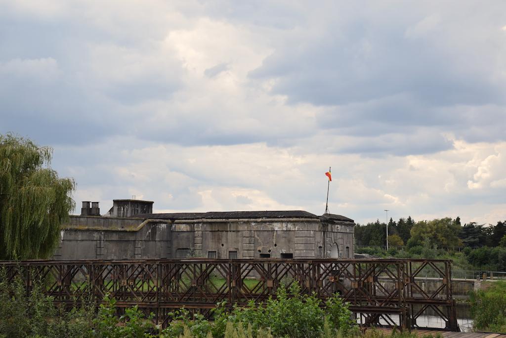 el fort de Breendonk.Bravo Discovery