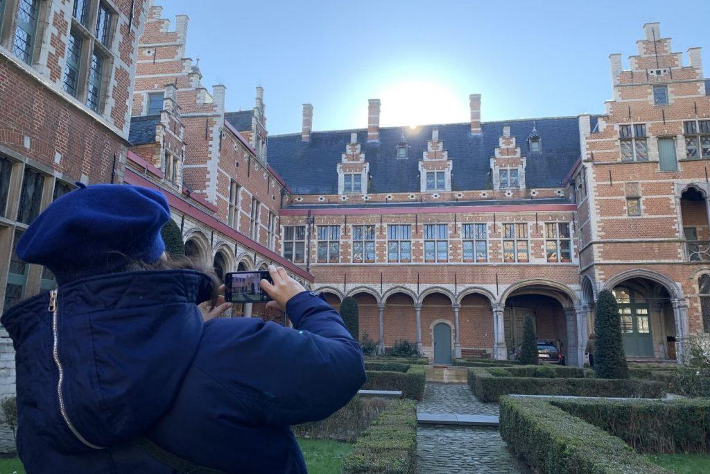 Excursión a Amberes y Malinas desde Bruselas – Patio interior del Palacio de Margarita de Austria en Malinas