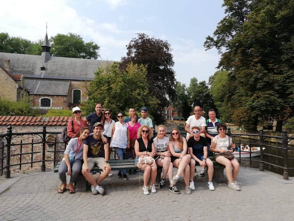 Foto de grupo en el beaterio (begijnhof) de Brujas - Free tour por Brujas