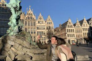 Fuente del Brabo en la plaza Mayor de Amberes Grote Markt - Excursión a Amberes y Malinas desde Bruselas