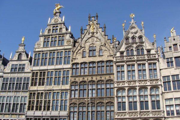 """Casas gremiales en la Plaza """"Grote Markt"""" de Amberes - Tour privado de Amberes."""