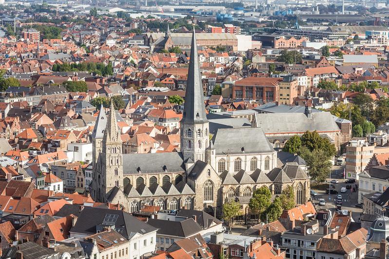 Vista aérea de la Iglesia de Santiago - Excursión a Gante desde Bruselas - En imágenes.