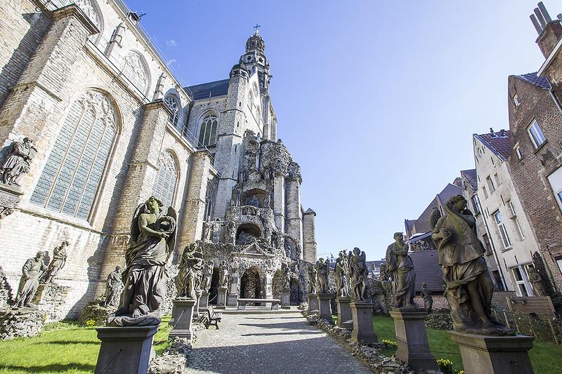 Iglesia de San Pablo, Amberes - Monumento pétreo.