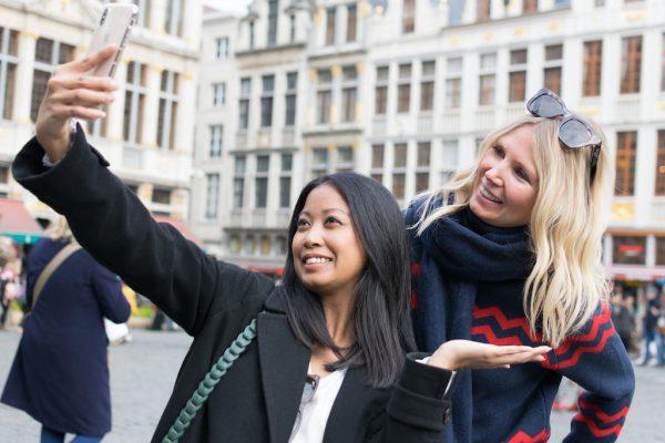 Foto de grupo en el Ayuntamiento de Bruselas - Tour gratis de Bruselas.