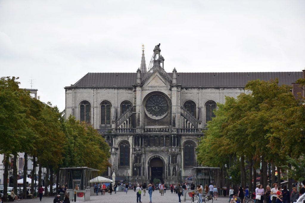 Que ver en Bruselas: La Plaza Sainte-Catherine con su Iglesia de Santa Catalina