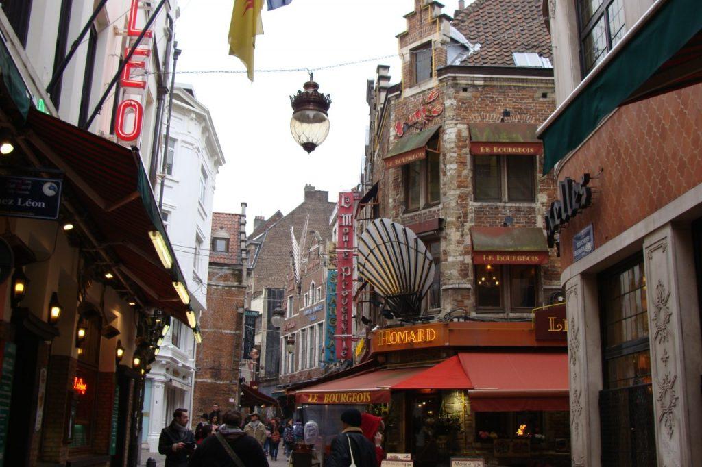 Que ver en Bruselas: La Rue des Bouchers – Bruselas
