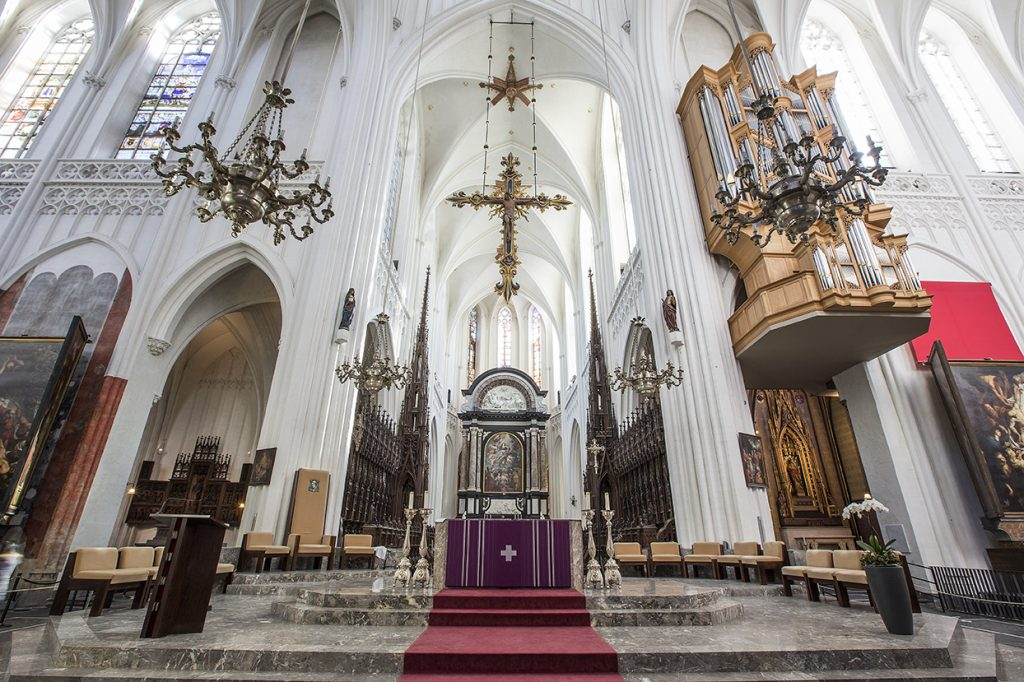 Catedral de Nuestra Señora (Amberes). La Asunción de la Virgen. Vista del altar Mayor.