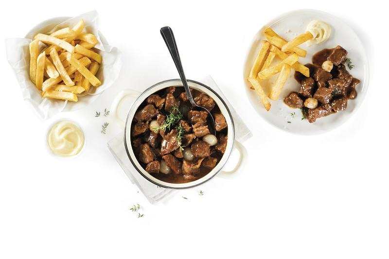 El estofado de ternera con cerveza forma parte del patrimonio culinario de Flandes desde hace mucho y sigue siendo uno de los estofados más conocidos.