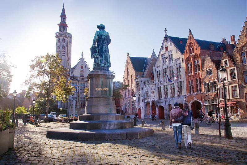 Excursión a Brujas desde Bruselas - En imágenes. La plaza Jan van Eyck.