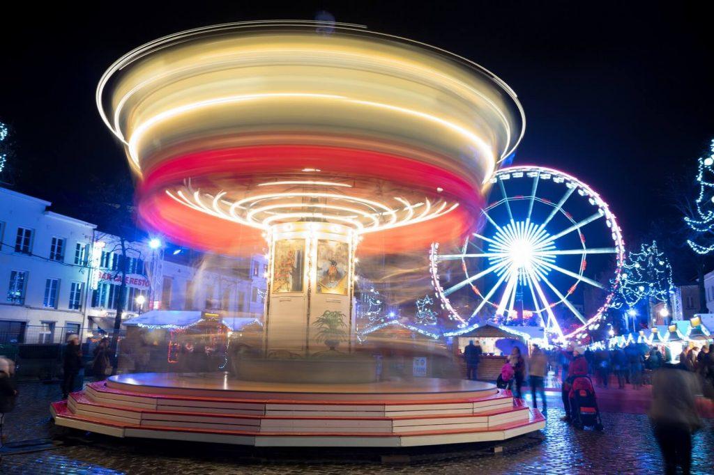 Los placeres de invierno Bruselas - Juegos navideños, El Mercado de navideño y su impresionante noria.