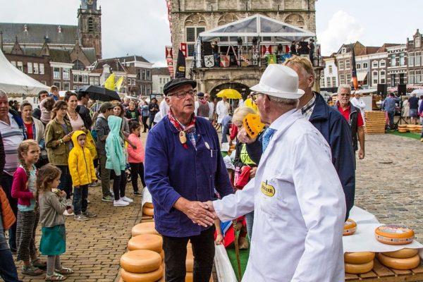 Mercado de quesos artesanales en la ciudad de Gouda - Excursión a Gouda desde Ámsterdam