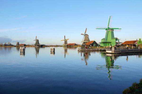 Molinos de viento - Crucero en barco por el rio Zaan - Excursión a Zaanse Schans desde Ámsterdam