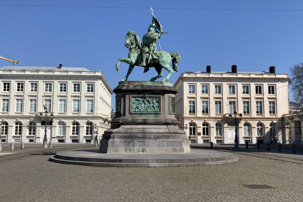 Monumento a Godefroy de Bouillon en la Plaza Real de Bruselas