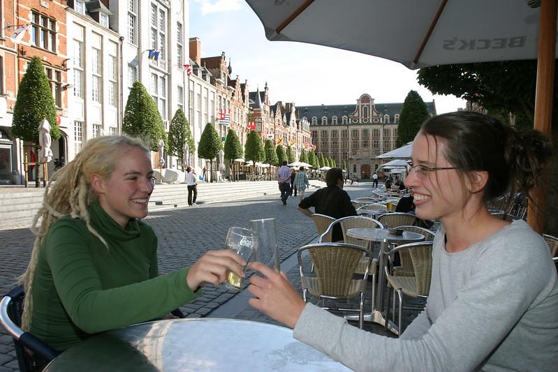 ¿Qué ver y hacer en Lovaina en un día?-Oude Markt (Plaza del viejo mercado), Lovaina Bélgica.