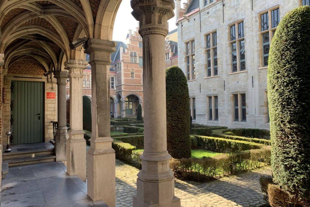 Patio interior del Palacio de Margarita de Austria en Malinas