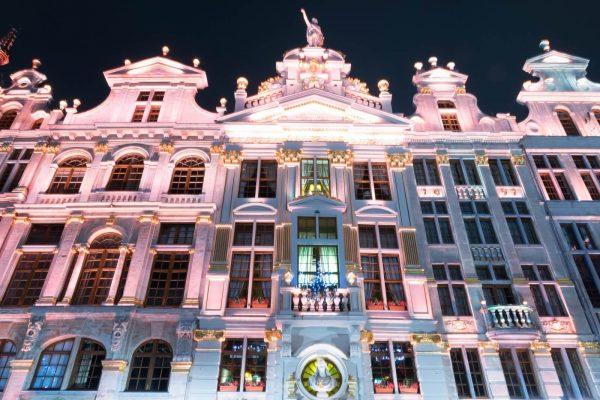 Plaisirs d'hiver - Los placeres de invierno – Casa gremiales de la Grand-Place de Bruselas.