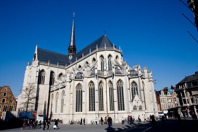 ¿Qué ver y hacer en Lovaina en un día?-La iglesia de San Pedro (Sint-Pieterskerk). Lovaina Bélgica.