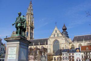 Estatua de Pedro Pablo Rubens - La Catedral de Amberes - Excursión a Amberes desde Bruselas.
