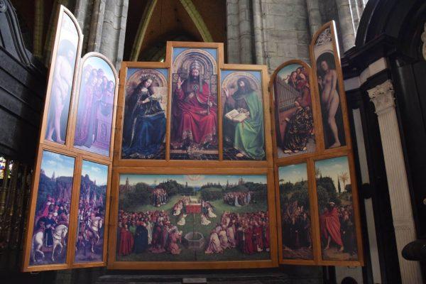"""El retablo """"la Adoración del Cordero Místico"""" de los hermanos Van Eyck"""