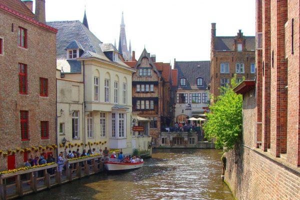 Una de las mejores vistas sobre los canales de Brujas - Paseo en barco por los canales de Brujas.