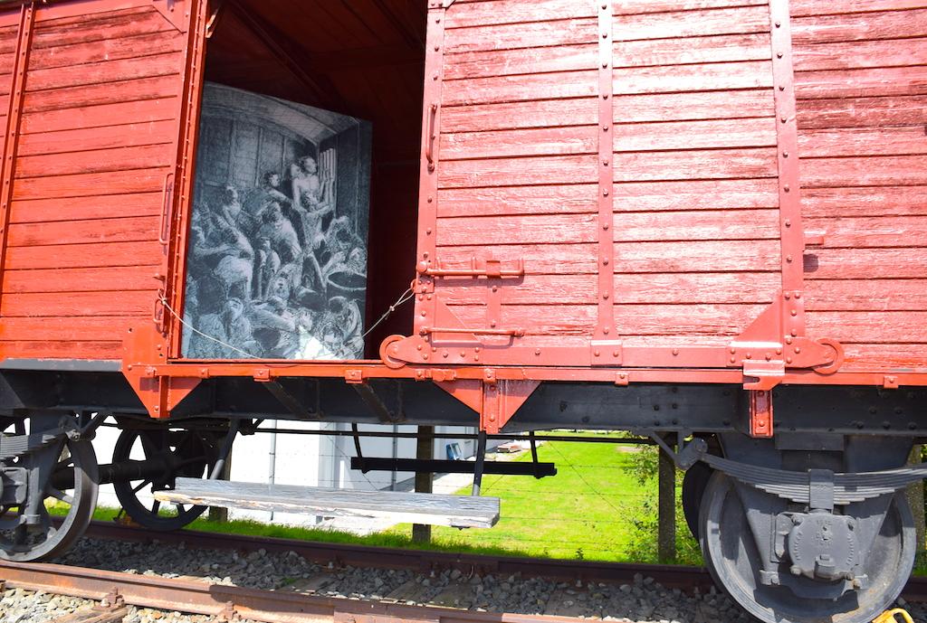 Trenes de prisioneros llegando a Breendonk- Bravo Discovery.