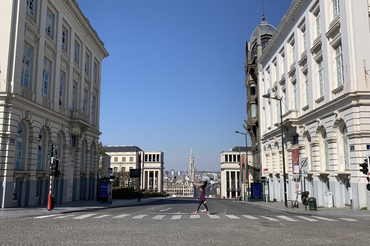 Vista de Bruselas desde la Plaza Real (Le Mont des Arts, Le MIM, La torre del Ayuntamiento en la Grand-Place)