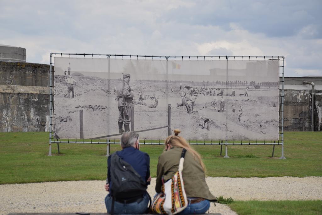 El trabajo de los prisioneros en el campo de concentración, Fort BREENDONK, «la muerte»-Bravo Discovery.