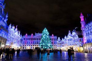 Los placeres de invierno – Decoraciones, Árbol de navidad y luces en la Grand-Place.