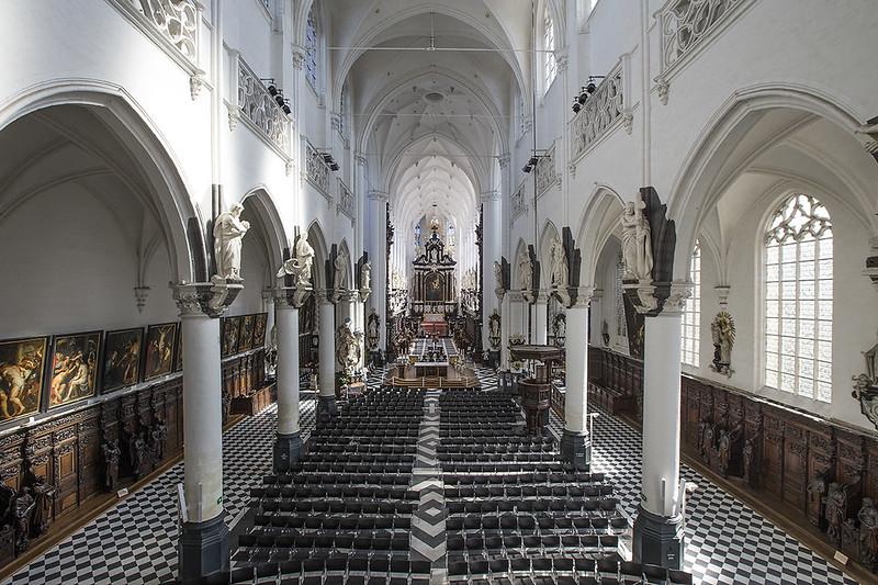 la iglesia de San Pablo, vista de la nave central.
