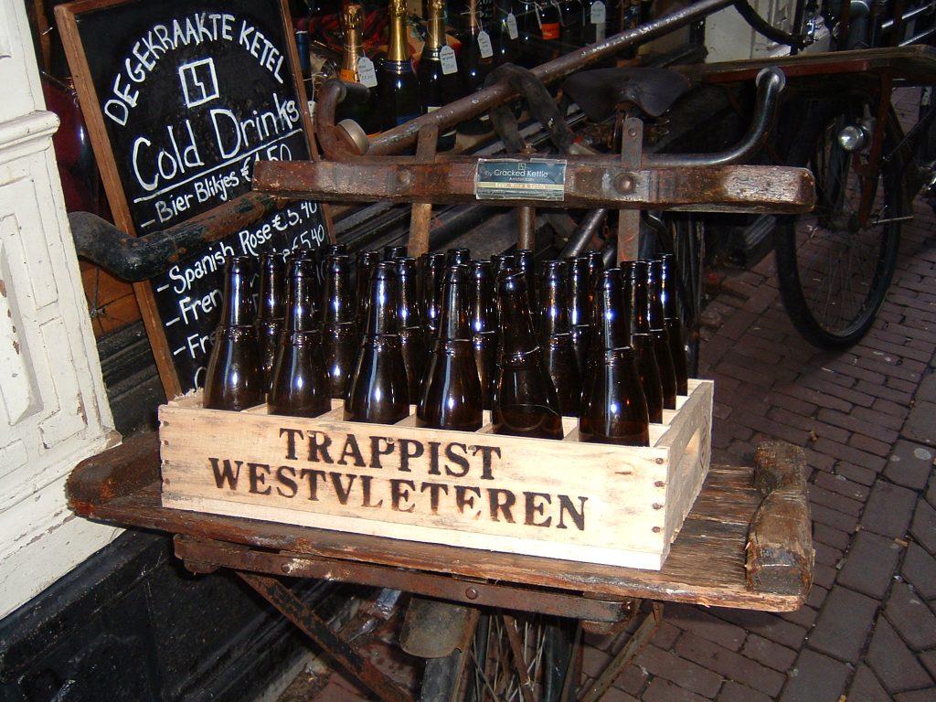 La Westvleteren est une bière difficile à se procurer car les moines de l'abbaye limitent volontairement la production.