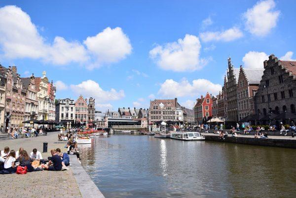 Les quais du Graslei (quai aux Herbes) et du Korenlei (quai aux Grains) - Promenade le long de la Lys - Excursion à Gand au départ de Bruxelles.