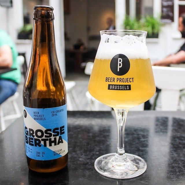 En Belgique, les origines de la bière blanche remontent au XIVe siècle dans l'Est du Brabant, aux alentours de Louvain (Leuven).
