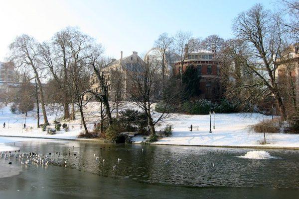 Visite le Parc Léopold à Bruxelles - Bravo Discovery