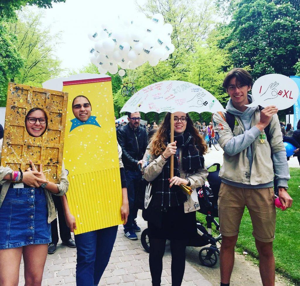 Stand Bravo Discovery fête de l'Iris Bruxelles – Photo entre amis