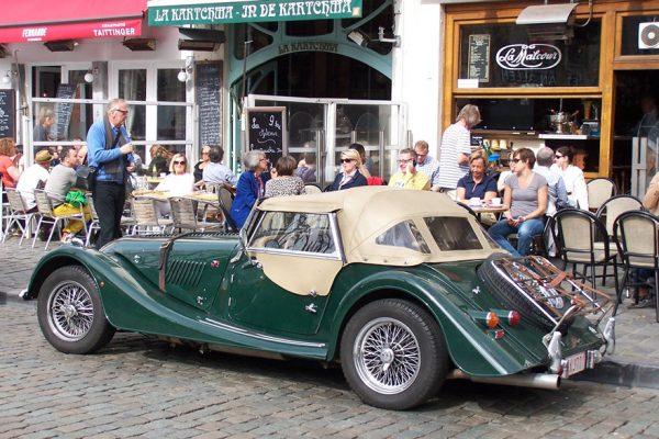 Les terrasses des cafés du quartier des Marolles (Bruxelles).