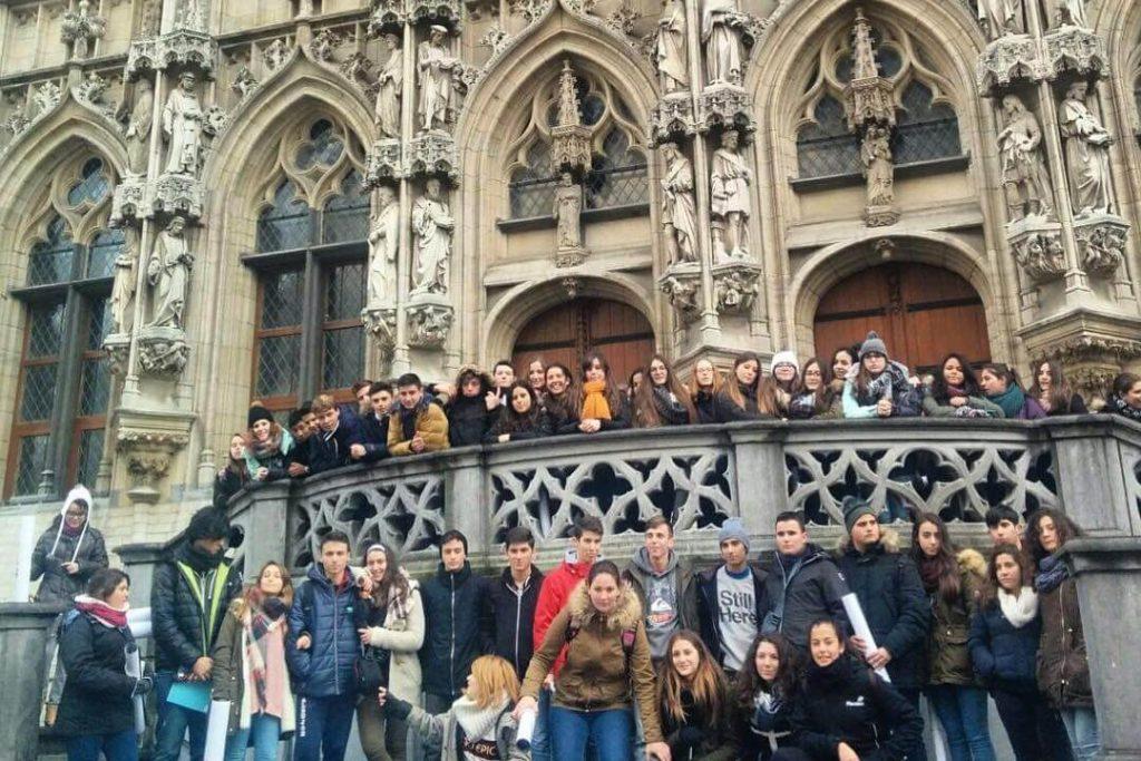 Photo de groupe à l'Hôtel de Ville de Bruxelles - Visite guidée gratuite de Bruxelles.