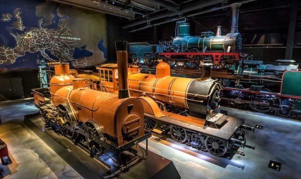 Admirez les plus anciennes locomotives à vapeur - Musée Train World à Bruxelles