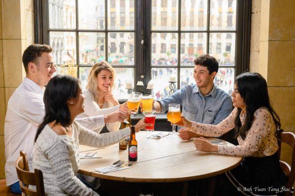 Visite nocturne de Bruxelles - Cafés, Bars, Restaurants et Brasseries sur la Grand-Place de Bruxelles